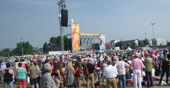 Foto: Glauben feiern mit zehntausenden von Menschen?!